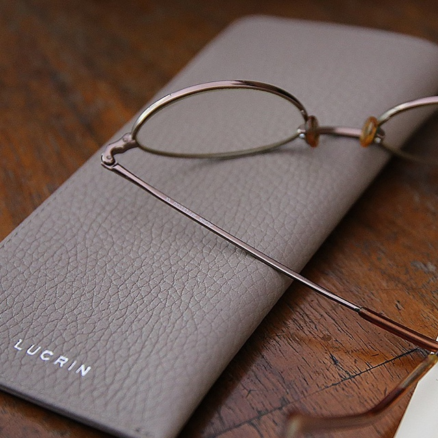 Etuis für dünne Brillen